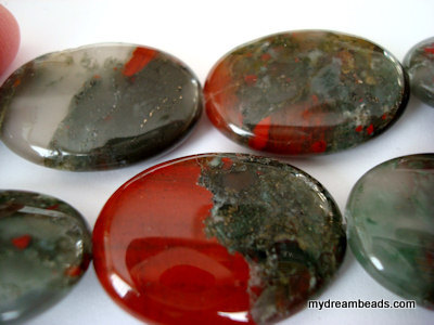 african-blood-stone-puffed-oval-25x35.jp